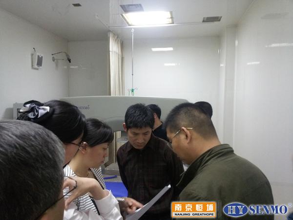 东营市各兄弟医院同行到东营市立肿瘤医院热疗室实地参观HY7000肿瘤热疗机